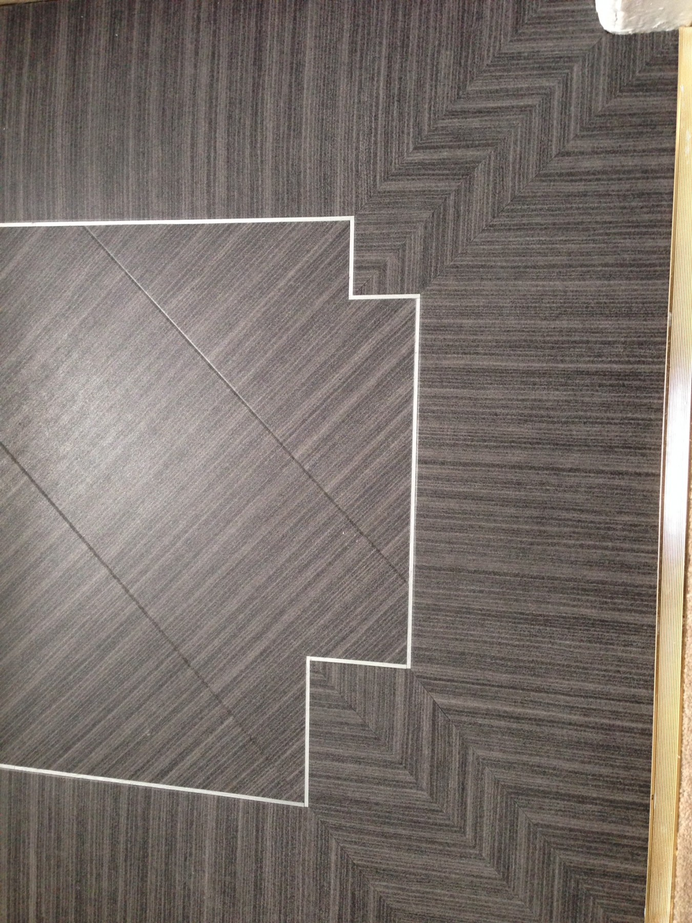 Patterned beige flooring with a white pattern